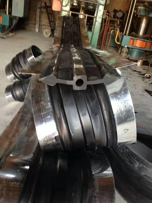 大连市钢边橡胶止水带450x8